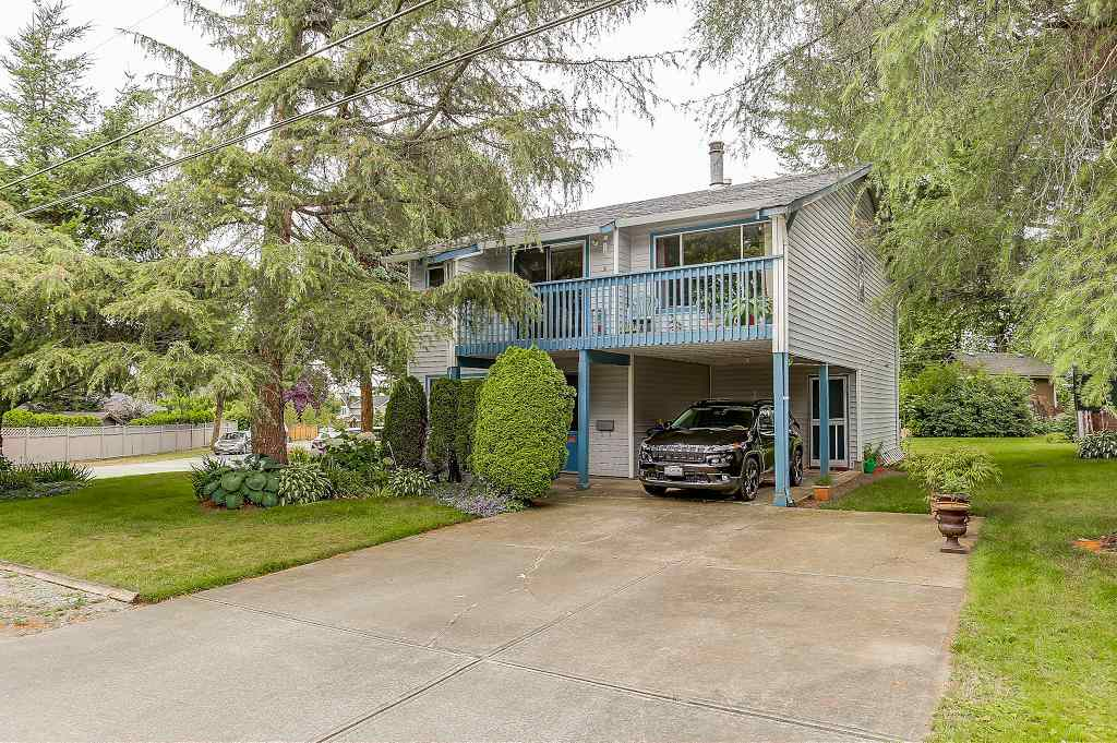 Detached at 15848 20 AVENUE, South Surrey White Rock, British Columbia. Image 1