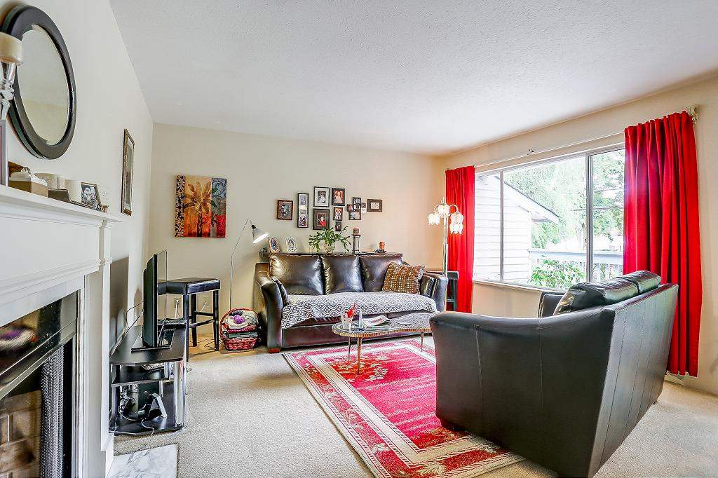 Detached at 15848 20 AVENUE, South Surrey White Rock, British Columbia. Image 2