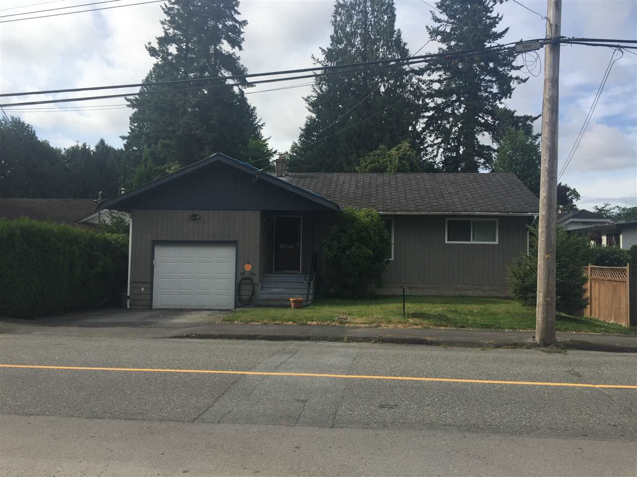 Detached at 33986 WALNUT AVENUE, Abbotsford, British Columbia. Image 1