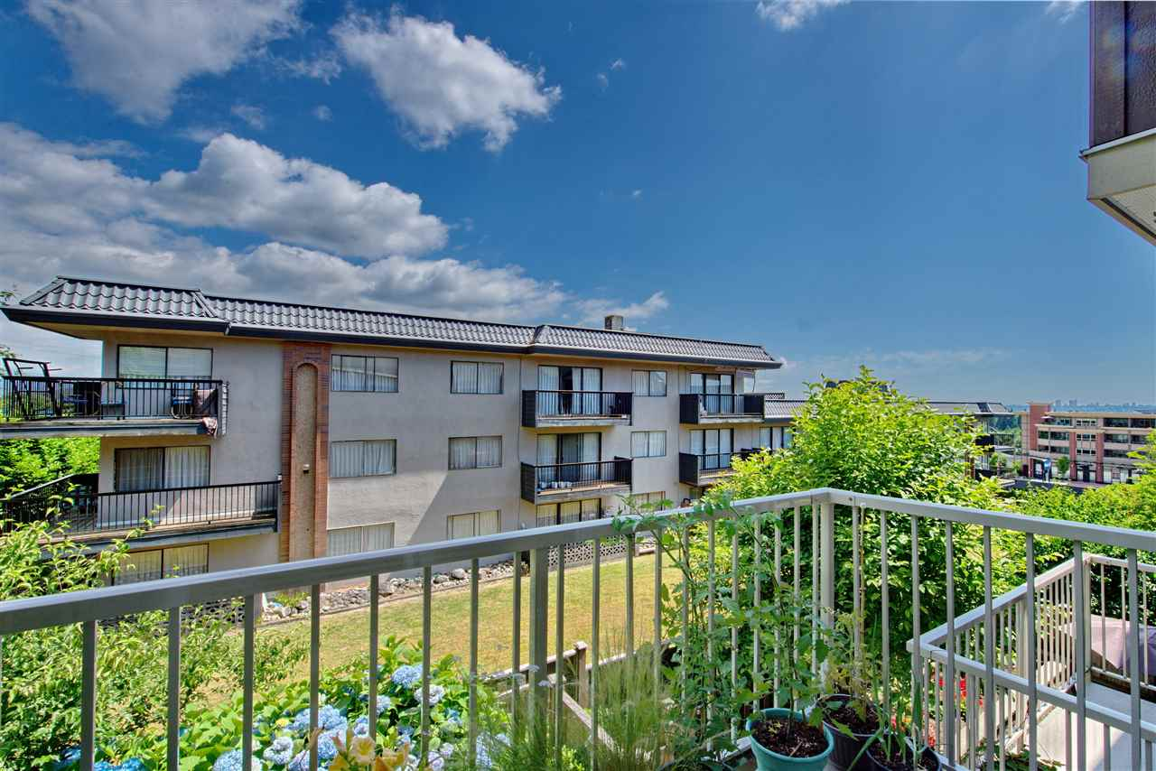 Townhouse at 227 368 ELLESMERE AVENUE, Unit 227, Burnaby North, British Columbia. Image 3