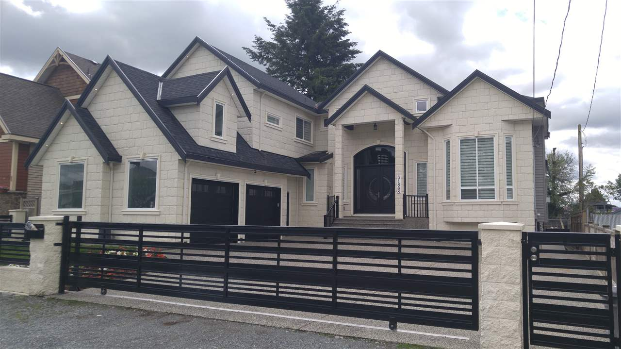 Detached at 31888 GLENWOOD AVENUE, Abbotsford, British Columbia. Image 3