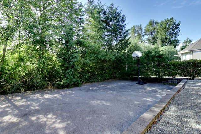 Detached at 14246 HAWKSTREAM DRIVE, Surrey, British Columbia. Image 20
