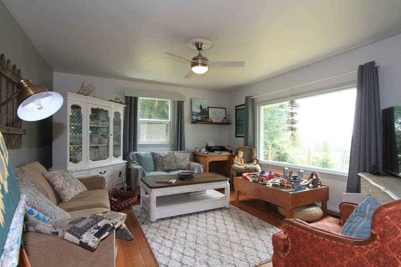 Detached at 9352 SPILSBURY STREET, Maple Ridge, British Columbia. Image 4