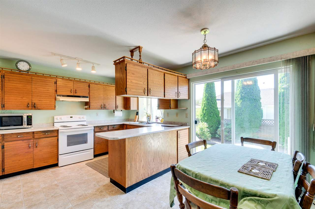 Detached at 16138 11A AVENUE, South Surrey White Rock, British Columbia. Image 4