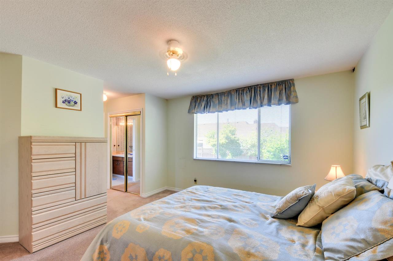 Detached at 16138 11A AVENUE, South Surrey White Rock, British Columbia. Image 7