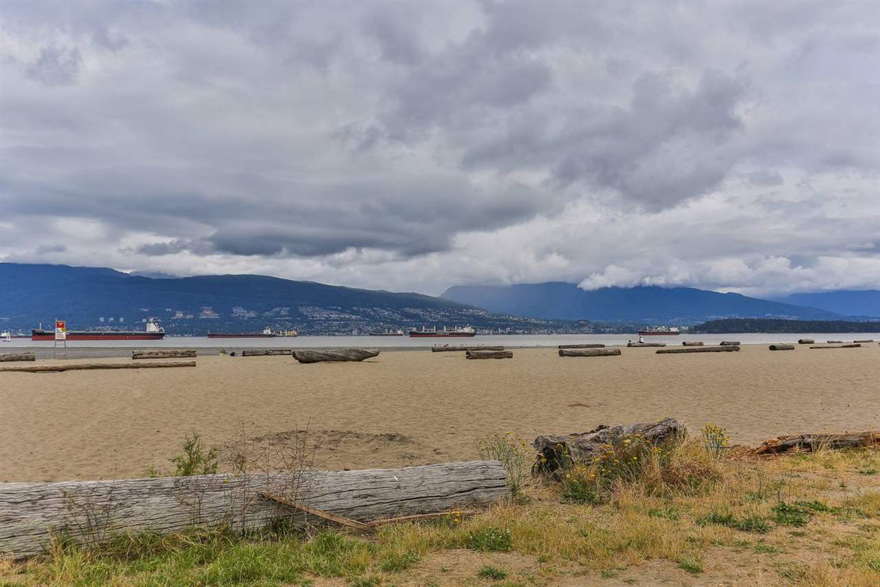 Detached at 4510 NW MARINE DRIVE, Vancouver West, British Columbia. Image 18