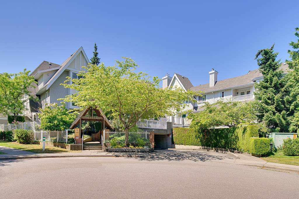 Townhouse at 12 6577 SOUTHOAKS CRESCENT, Unit 12, Burnaby South, British Columbia. Image 1