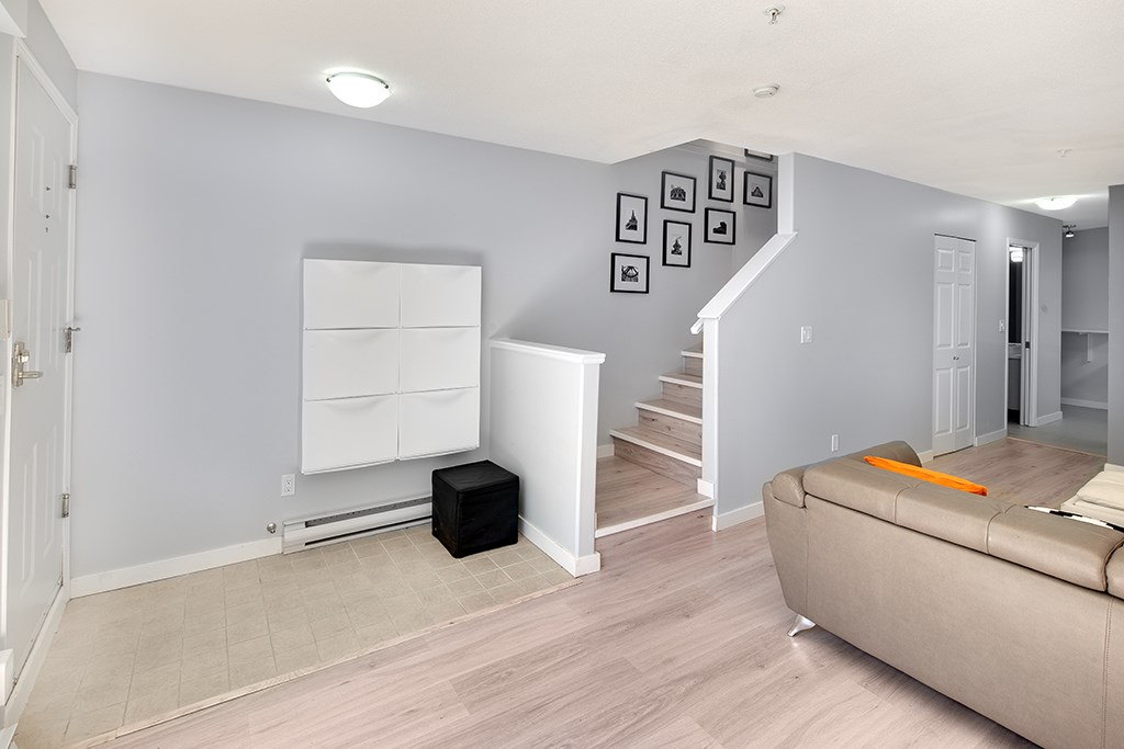 Townhouse at 12 6577 SOUTHOAKS CRESCENT, Unit 12, Burnaby South, British Columbia. Image 3