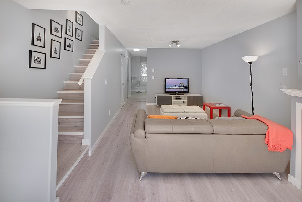 Townhouse at 12 6577 SOUTHOAKS CRESCENT, Unit 12, Burnaby South, British Columbia. Image 4