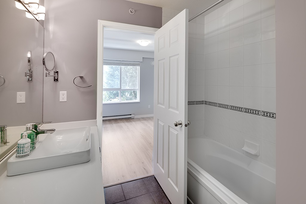Townhouse at 12 6577 SOUTHOAKS CRESCENT, Unit 12, Burnaby South, British Columbia. Image 16
