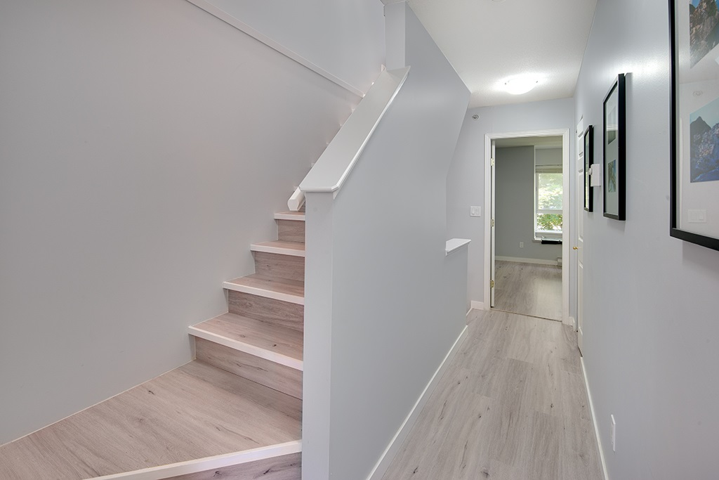 Townhouse at 12 6577 SOUTHOAKS CRESCENT, Unit 12, Burnaby South, British Columbia. Image 17