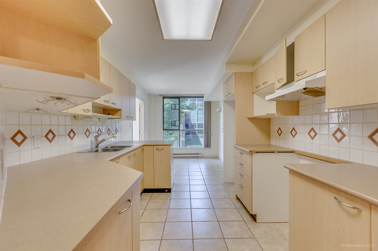 Condo Apartment at 204 1575 W 10TH AVENUE, Unit 204, Vancouver West, British Columbia. Image 6