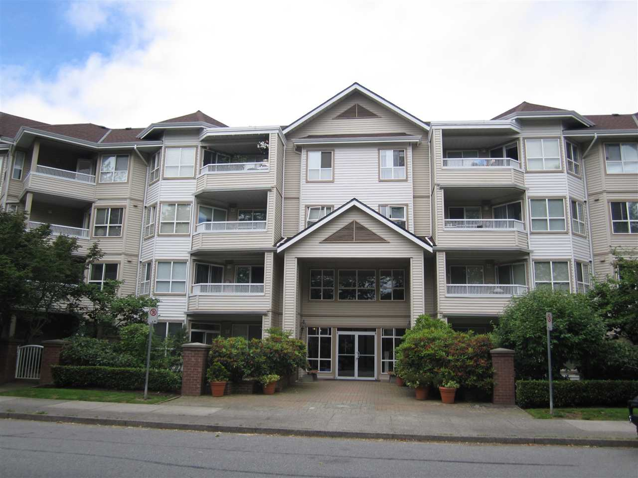 Condo Apartment at 313 8139 121A STREET, Unit 313, Surrey, British Columbia. Image 1