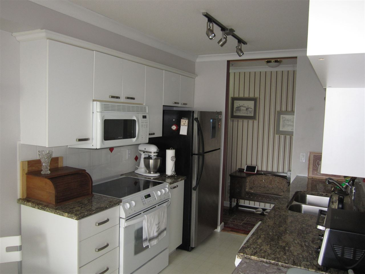 Condo Apartment at 313 8139 121A STREET, Unit 313, Surrey, British Columbia. Image 6