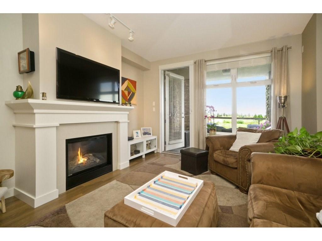 Condo Apartment at 106 5055 SPRINGS BOULEVARD, Unit 106, Tsawwassen, British Columbia. Image 3