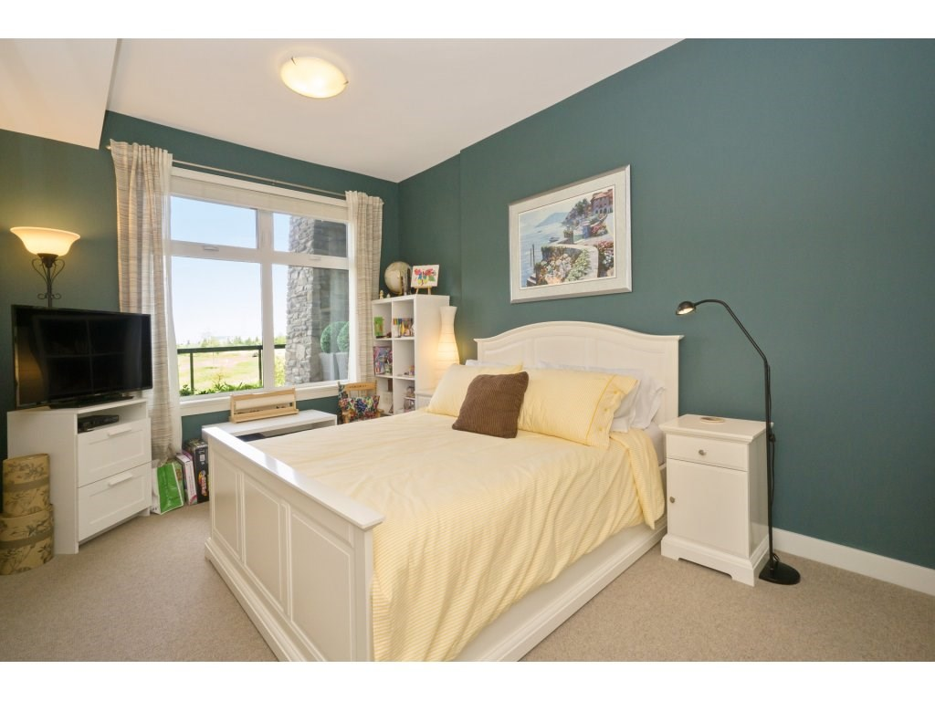Condo Apartment at 106 5055 SPRINGS BOULEVARD, Unit 106, Tsawwassen, British Columbia. Image 14