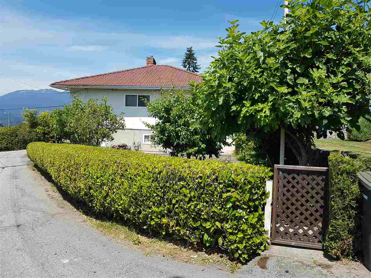 Detached at 4860 CAMBRIDGE STREET, Burnaby North, British Columbia. Image 3