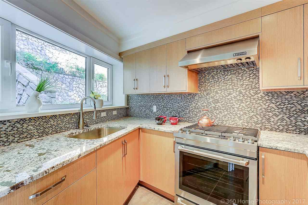 Detached at 1581 PINECREST DRIVE, West Vancouver, British Columbia. Image 7