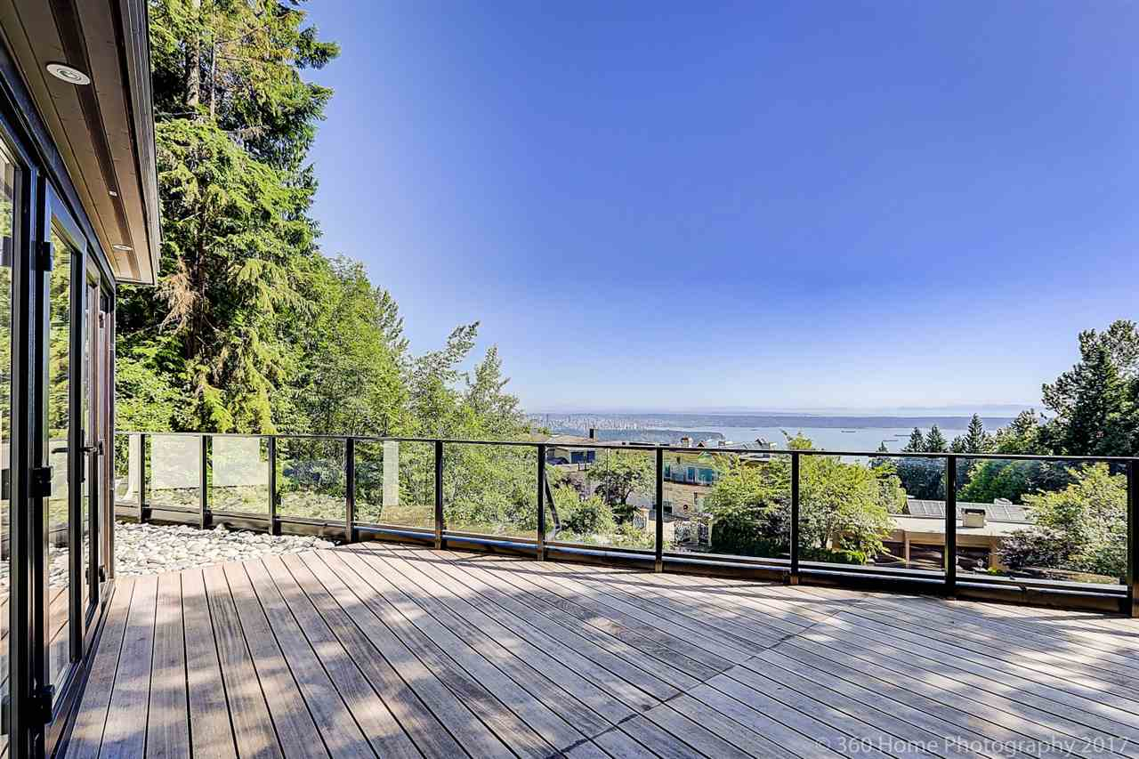 Detached at 1581 PINECREST DRIVE, West Vancouver, British Columbia. Image 8