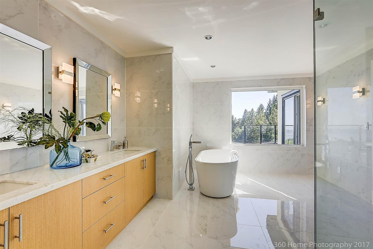 Detached at 1581 PINECREST DRIVE, West Vancouver, British Columbia. Image 10