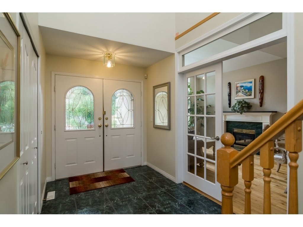 Detached at 14007 23A AVENUE, South Surrey White Rock, British Columbia. Image 3