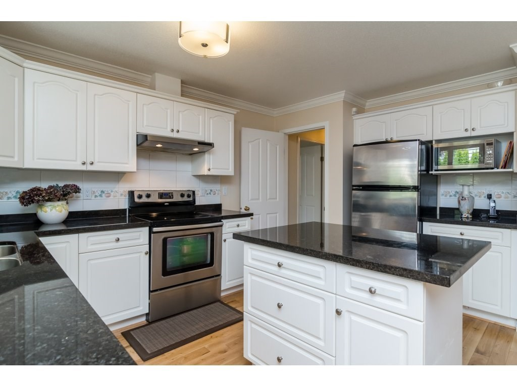 Detached at 14007 23A AVENUE, South Surrey White Rock, British Columbia. Image 12