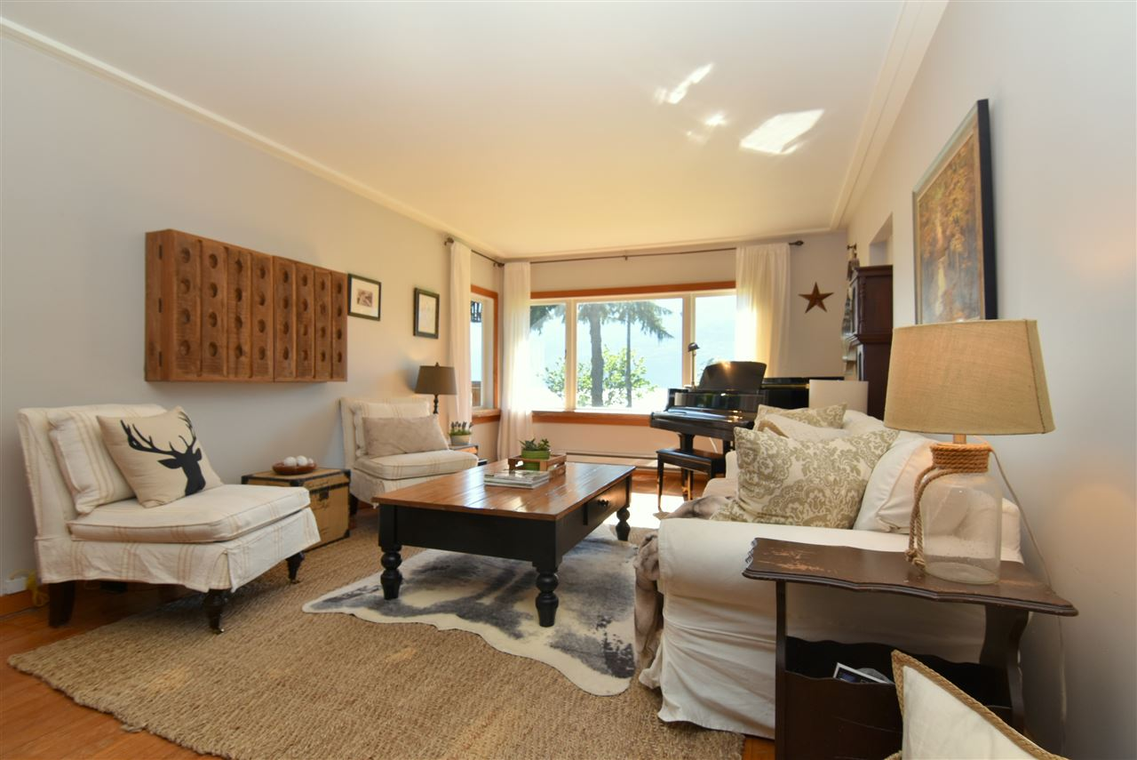 Detached at 633 SHAUGHNESSY PLACE, Squamish, British Columbia. Image 4