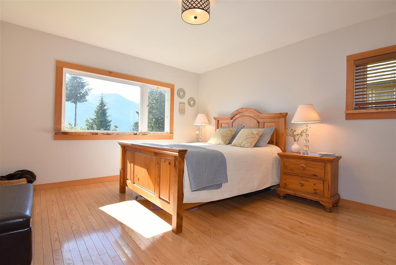 Detached at 633 SHAUGHNESSY PLACE, Squamish, British Columbia. Image 8