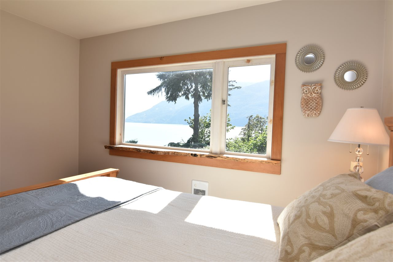 Detached at 633 SHAUGHNESSY PLACE, Squamish, British Columbia. Image 9