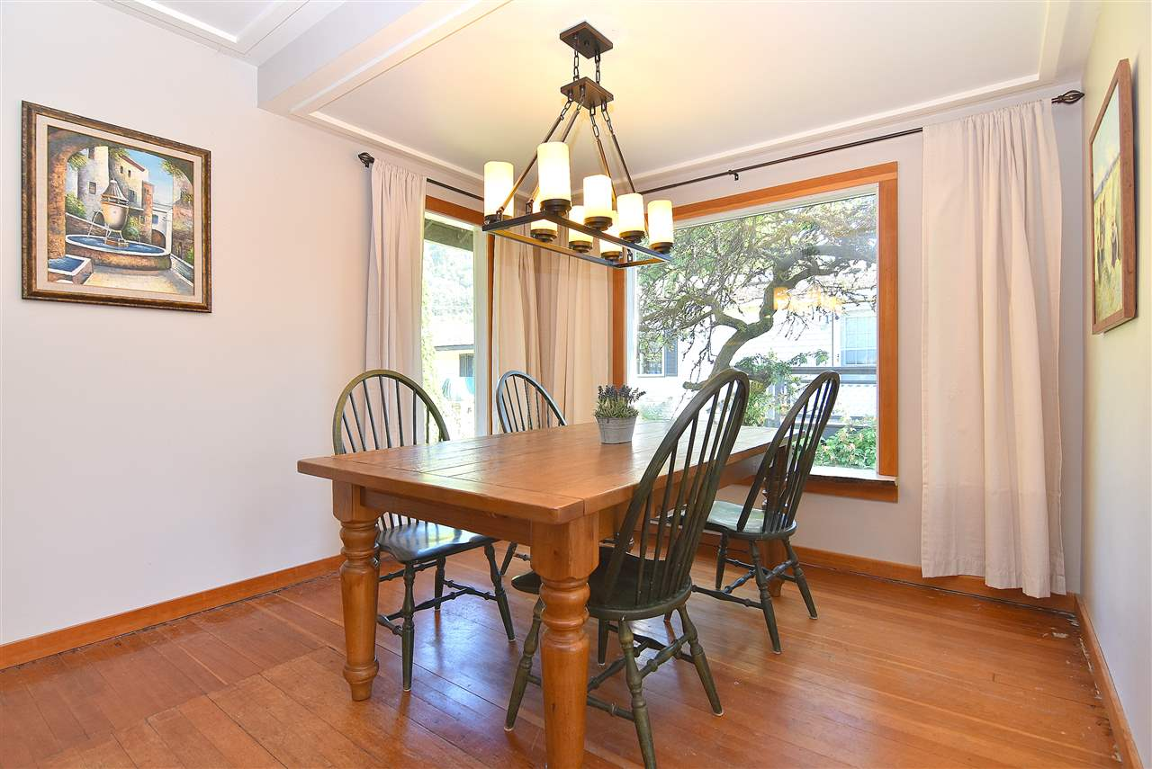 Detached at 633 SHAUGHNESSY PLACE, Squamish, British Columbia. Image 11