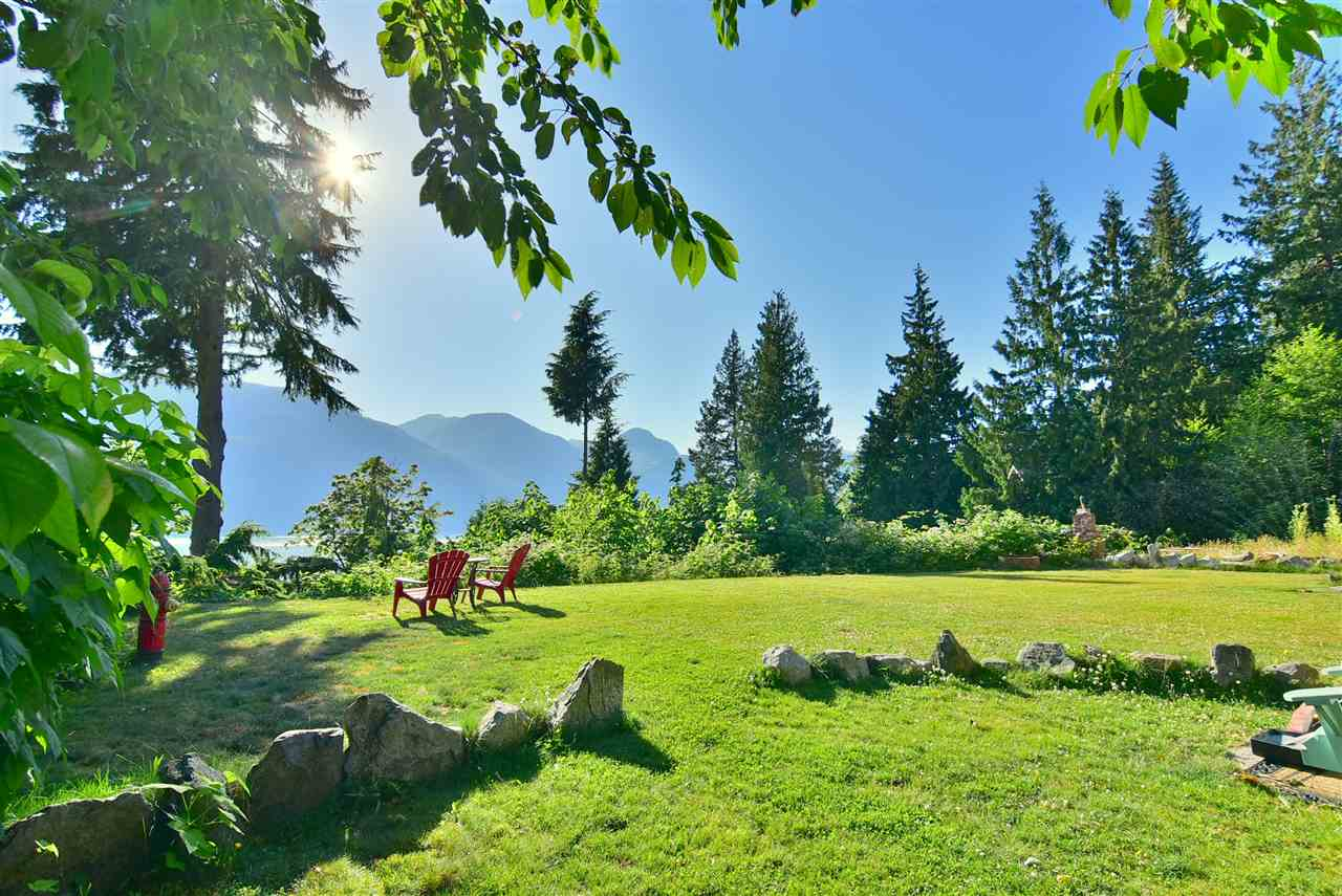 Detached at 633 SHAUGHNESSY PLACE, Squamish, British Columbia. Image 19
