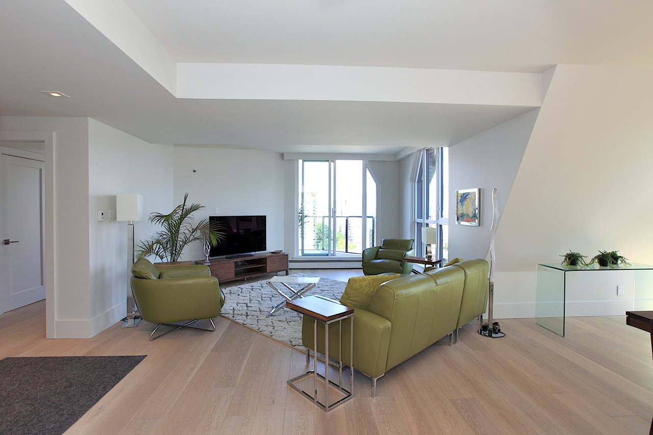 Condo Apartment at 1903 1010 BURNABY STREET, Unit 1903, Vancouver West, British Columbia. Image 2