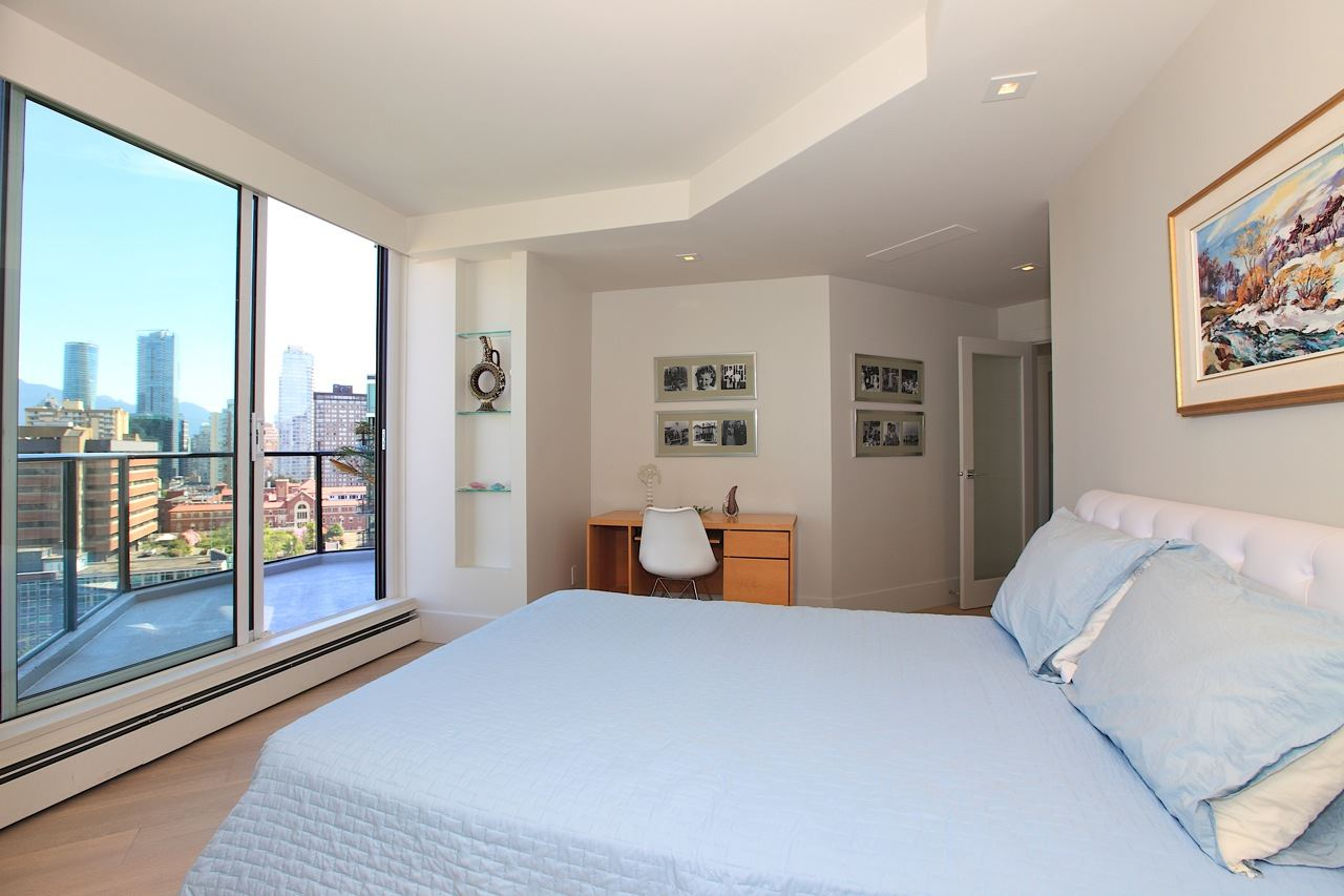 Condo Apartment at 1903 1010 BURNABY STREET, Unit 1903, Vancouver West, British Columbia. Image 9