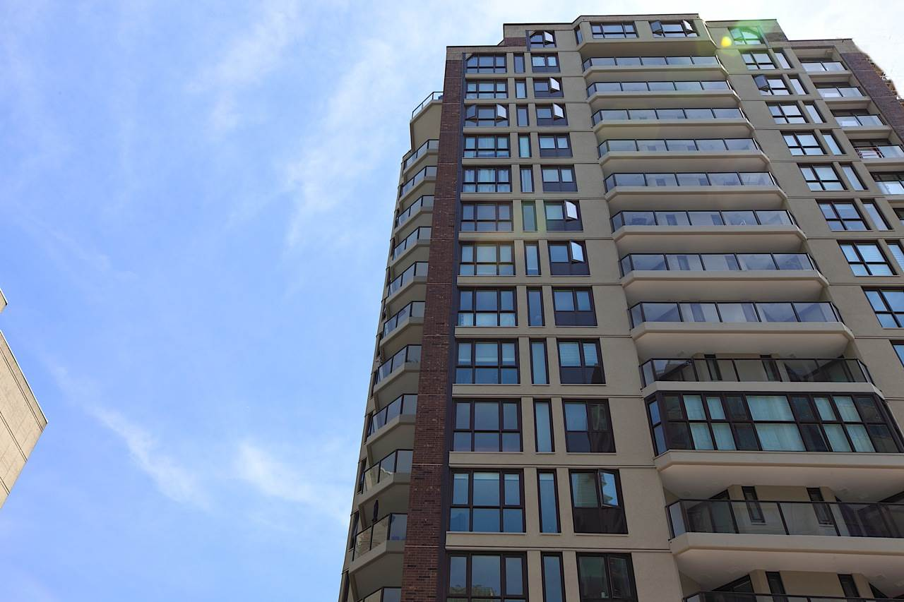 Condo Apartment at 1903 1010 BURNABY STREET, Unit 1903, Vancouver West, British Columbia. Image 18
