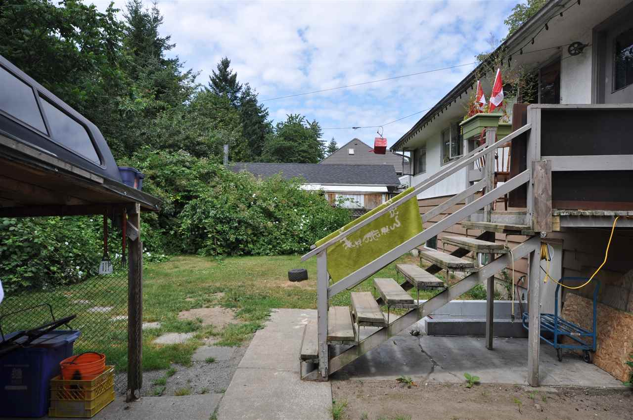 Detached at 8657 154A STREET, Surrey, British Columbia. Image 4