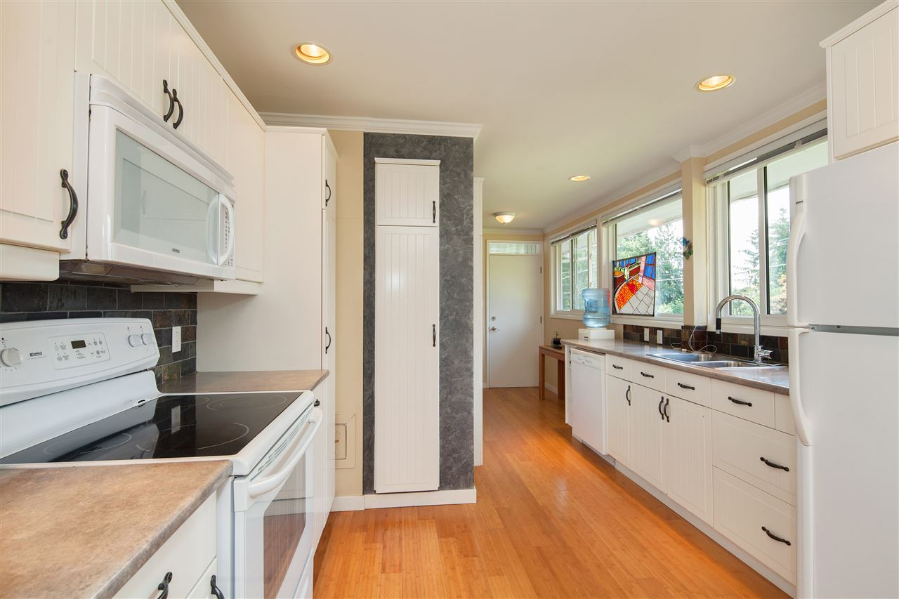 Detached at 1876 BEAULYNN PLACE, North Vancouver, British Columbia. Image 12