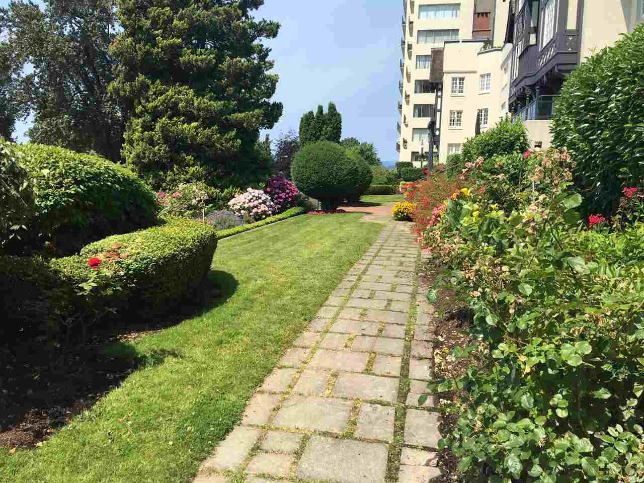 Condo Apartment at 1702 1311 BEACH AVENUE, Unit 1702, Vancouver West, British Columbia. Image 4