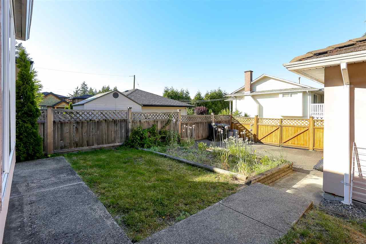 Half-duplex at 7030 RAMSAY AVENUE, Burnaby South, British Columbia. Image 20
