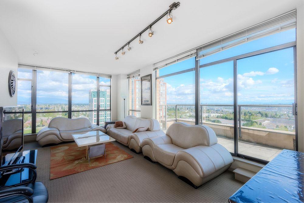 Condo Apartment at 2104 7388 SANDBORNE AVENUE, Unit 2104, Burnaby South, British Columbia. Image 2