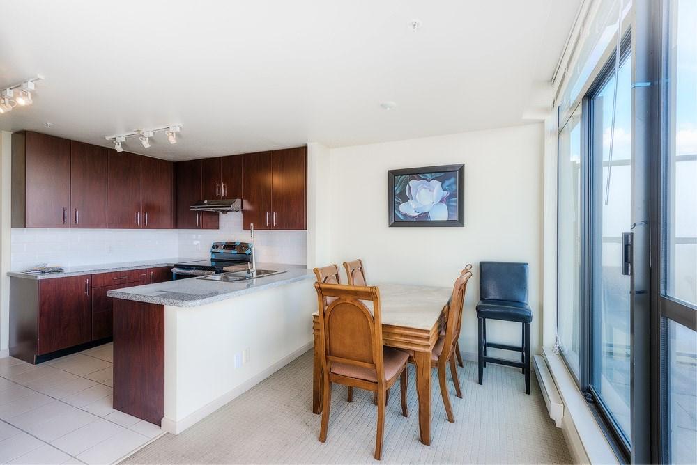 Condo Apartment at 2104 7388 SANDBORNE AVENUE, Unit 2104, Burnaby South, British Columbia. Image 3