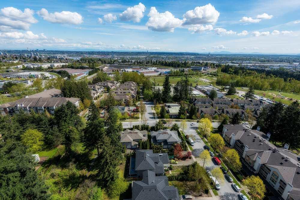 Condo Apartment at 2104 7388 SANDBORNE AVENUE, Unit 2104, Burnaby South, British Columbia. Image 9