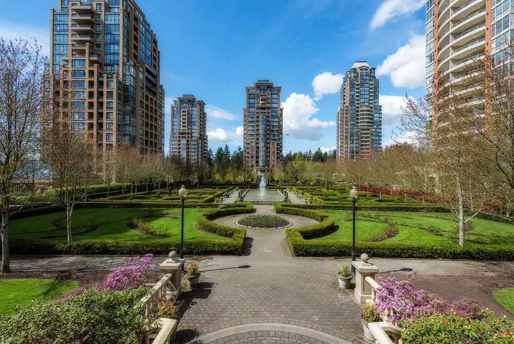 Condo Apartment at 2104 7388 SANDBORNE AVENUE, Unit 2104, Burnaby South, British Columbia. Image 12