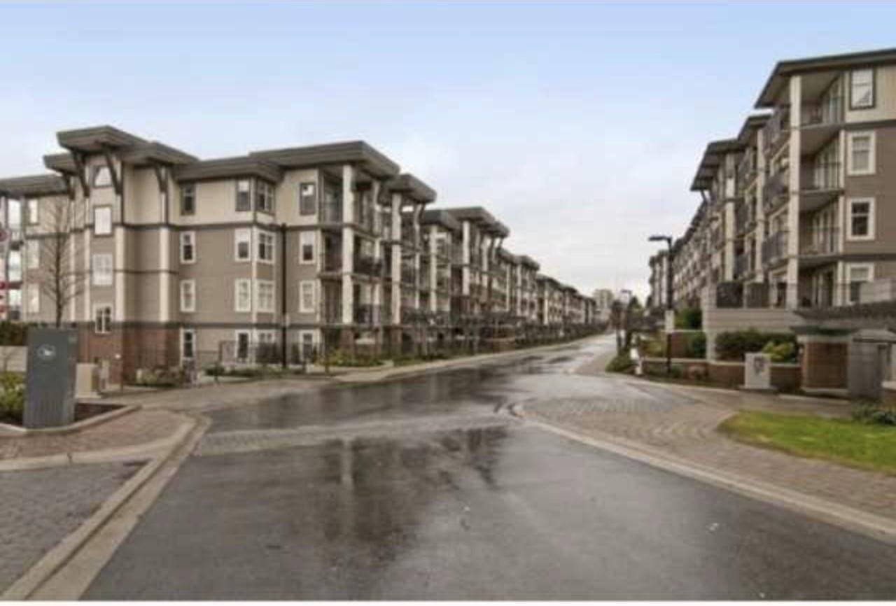 Condo Apartment at 209 4788 BRENTWOOD DRIVE, Unit 209, Burnaby North, British Columbia. Image 3