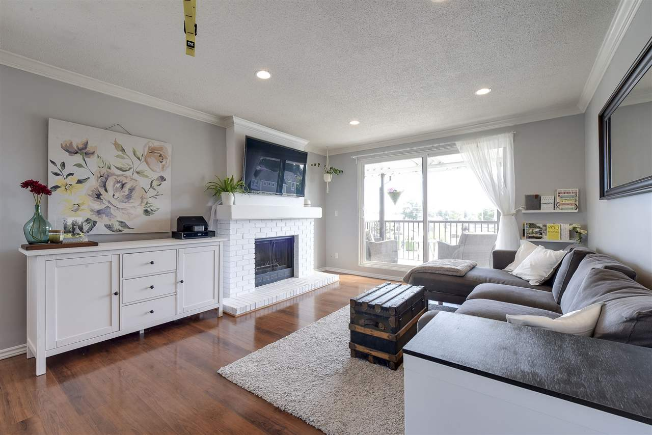 Condo Apartment at 302 4926 48 AVENUE, Unit 302, Ladner, British Columbia. Image 3