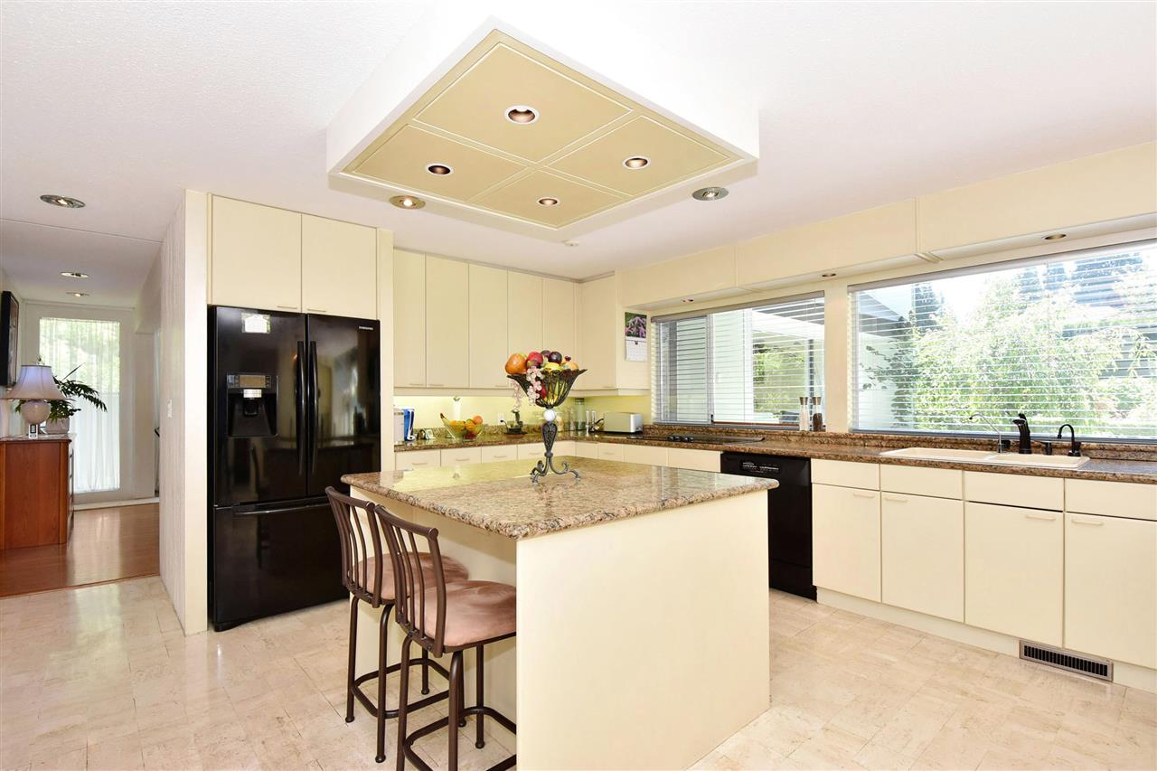 Detached at 6363 BUCKINGHAM DRIVE, Burnaby South, British Columbia. Image 8
