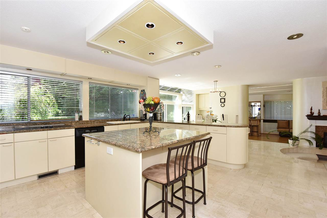 Detached at 6363 BUCKINGHAM DRIVE, Burnaby South, British Columbia. Image 9