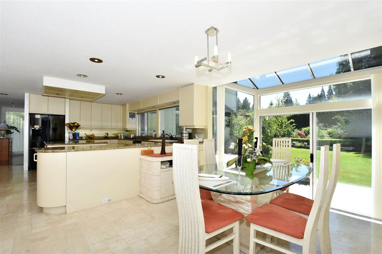 Detached at 6363 BUCKINGHAM DRIVE, Burnaby South, British Columbia. Image 10
