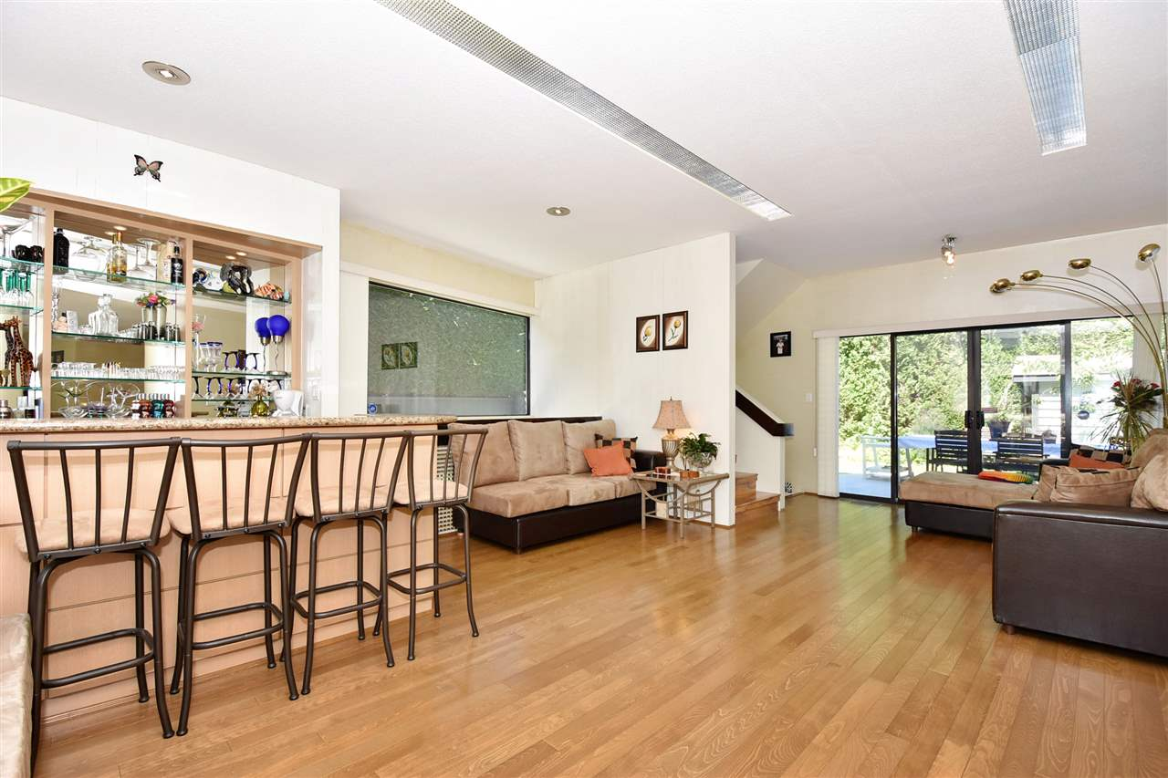 Detached at 6363 BUCKINGHAM DRIVE, Burnaby South, British Columbia. Image 13
