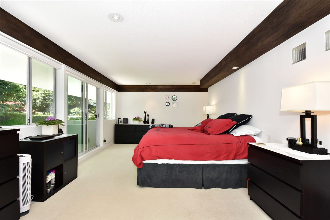 Detached at 6363 BUCKINGHAM DRIVE, Burnaby South, British Columbia. Image 15