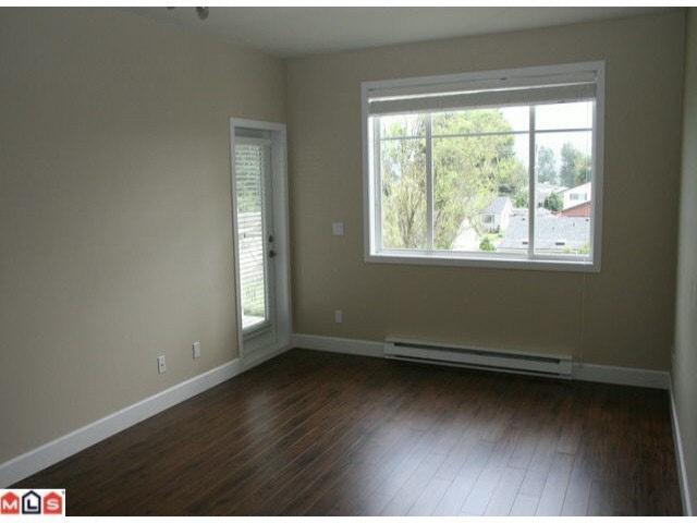 Condo Apartment at 215 46262 FIRST AVENUE, Unit 215, Chilliwack, British Columbia. Image 4